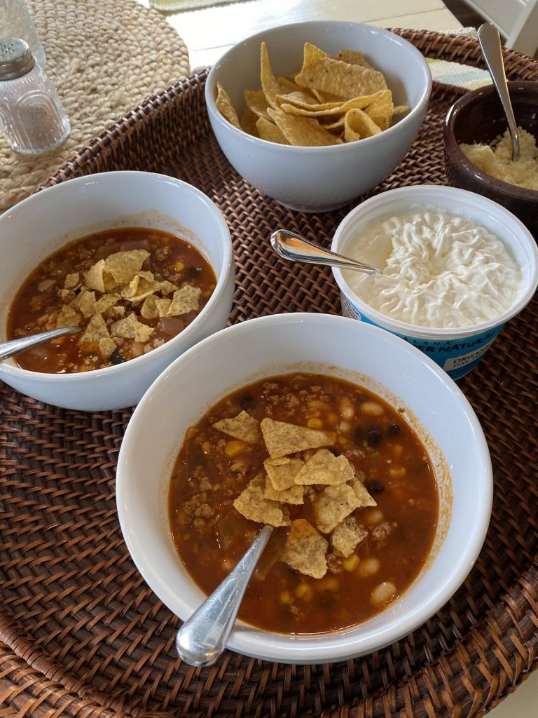 taco soup with toppings